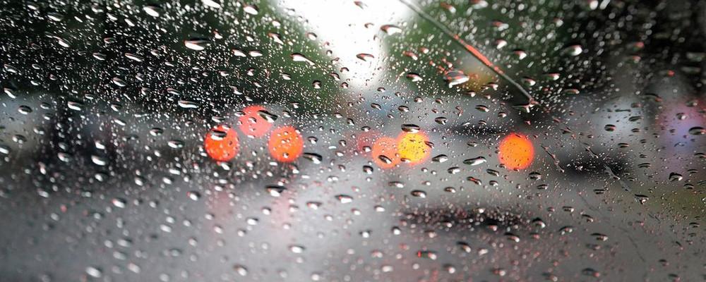 213876__macro-rain-glass-drops-car-headlights_p