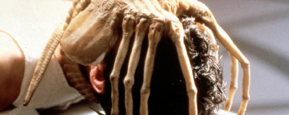 I 10 migliori omaggi che forse vi siete persi in Stranger Things-alien-img6