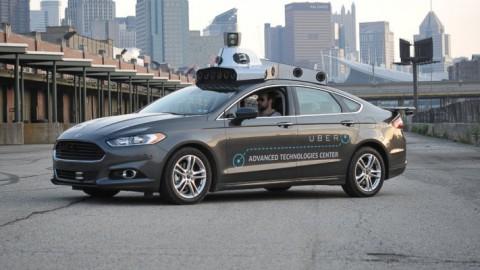 Uber e Lyft in corsa per il futuro, guida autonoma prima di tutto