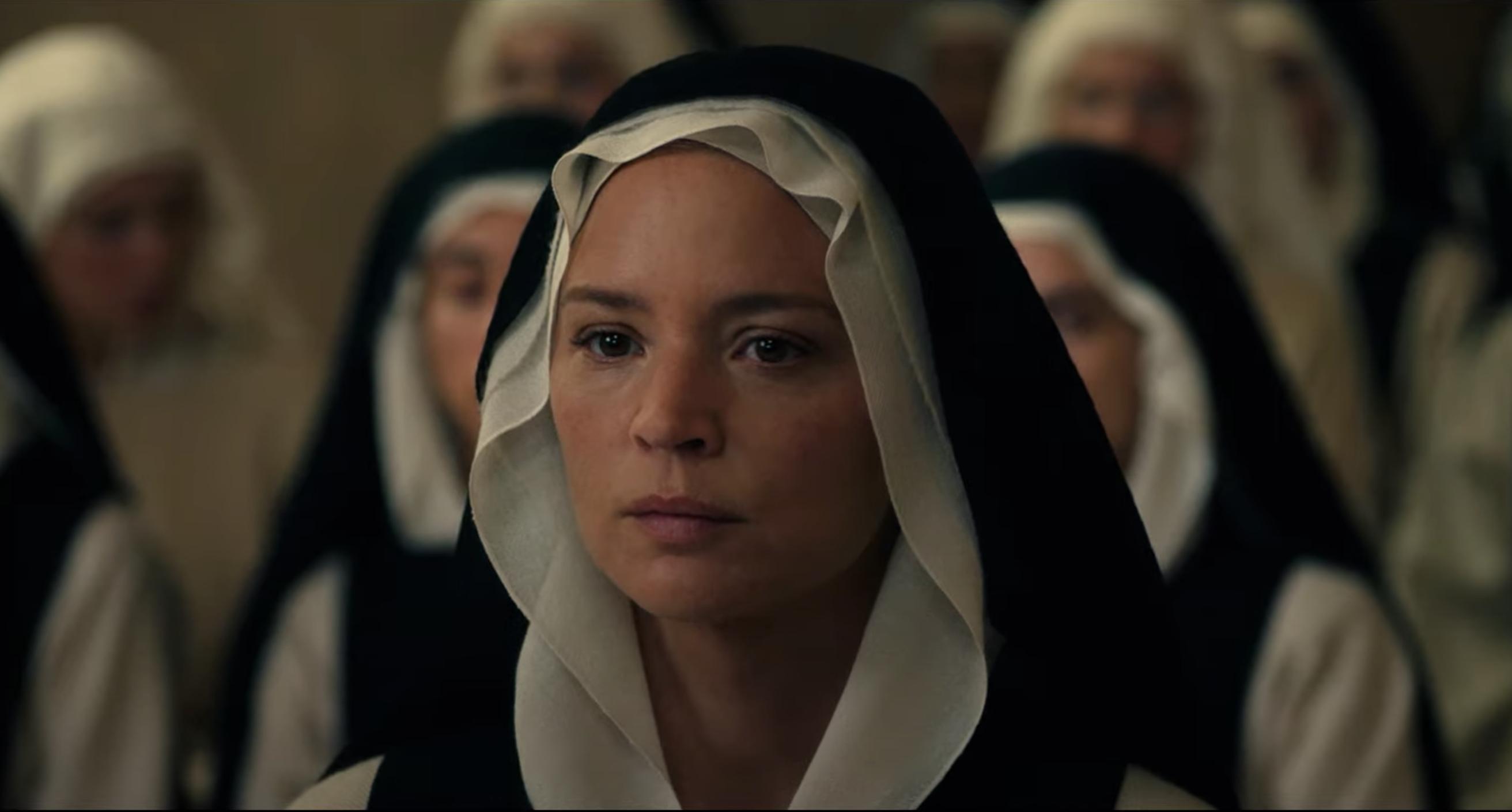 Benedetta, la recensione del Paul Verhoeven con Virginie Efira presentato in anteprima mondiale al Festival di Cannes.