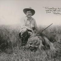 Ernest Hemingway 21 Luglio 1899 – 2 Luglio 1961, un autore che ha vissuto la sua vita come un romanzo diventando un mito. L'omaggio di Marco Busatta.