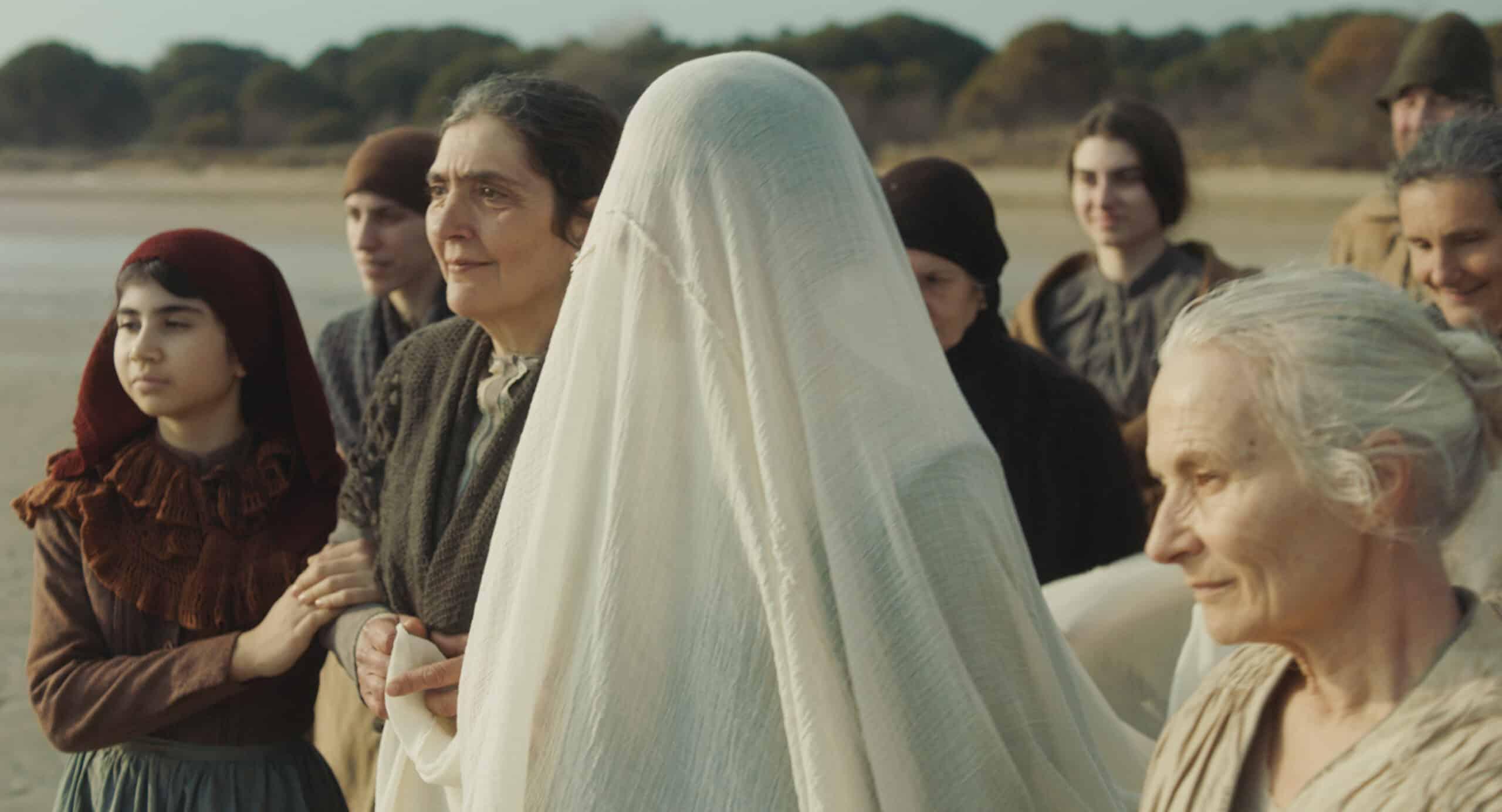 Piccolo corpo, la recensione di Giacomo Brunoro del film di Laura Samani presentato al Festival de Cannes.