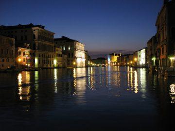 Venice Noir, la raccolta di raccontati ambientati a Venezia pubblicata dalla Akashicbooks di New York a cura di Maxim Jakubowski.